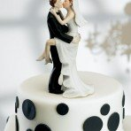 picante04-wedding-cake-toppers-kissing-couple