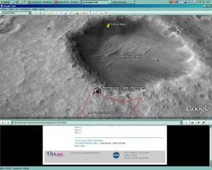 """Pero aquí donde pone """"OVNI en Marte"""", se puede ver que el robot no ha sido quien ha dejado esta cosa """"rara"""" plateada que sale en la primera foto."""