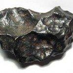 El meteorito Gibeon está clasificado como metálico magmático tipo IVA. Fue encontrado en Namibia en 1836.
