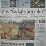 """Portada del diario La Vanguardia (el panfleto propagandístico de CiU), dejando a parir a los """"indignados""""."""